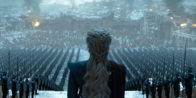 Emilia Clarke i en scen från den sista säsongen av Game of Thrones. TT NYHETSBYRÅN/ NTB Scanpix