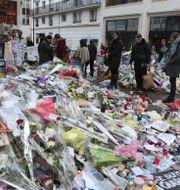 Minnesplats för offren efter Charlie Hebdo. Jacques Brinon / TT NYHETSBYRÅN