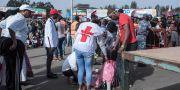 Sjukvårdare hjälper skadade efter dådet. YONAS TADESE / AFP