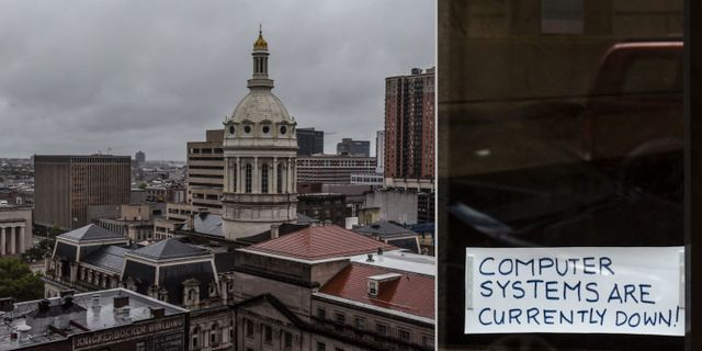 Vänster: Utsikt över Baltimore med stadshuset i fonden. Höger: En lapp med informationen att it-systemen ligger nere på en dörr nära stadshuset. TT