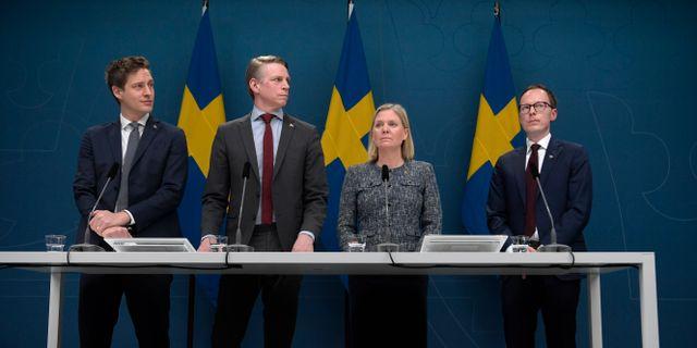 Januaripartierna under en gemensam pressträff 25 mars. Janerik Henriksson/TT / TT NYHETSBYRÅN