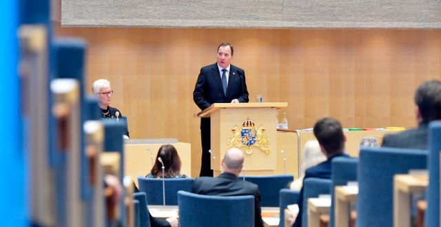 Statsminister Stefan Löfven (S) läser regeringsförklaringen i rikdagens kammare Jessica Gow/TT / TT NYHETSBYRÅN
