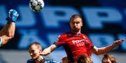 Erik Berg når högst och gör årets första mål i Allsvenskan. KENTA JÖNSSON / BILDBYRÅN