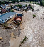 Bild från floden Ahr i samband med översvämningarna i juli. Michael Probst / TT NYHETSBYRÅN