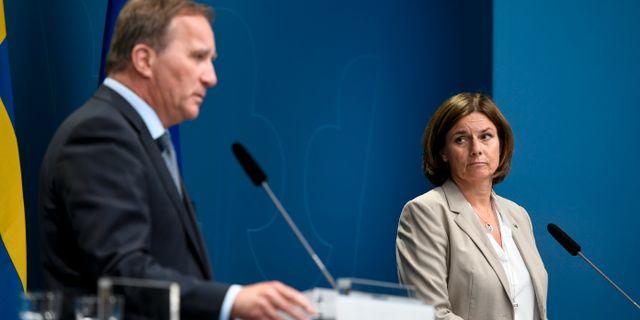 Statsminister Stefan Löfven (S) och Isabella Lövin (MP). ALI LORESTANI/TT / TT NYHETSBYRÅN