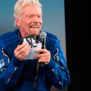 Richard Branson holds up a photograph of his parents during a news conference after he and five crewmates from his Virgin Galactic space-tourism company reached the edge of space following a launch near Truth or Consequences, N.M., on Sunday, July 11, 2021. Branson said he also carried photos of his children and others during the flight. Susan Montoya Bryan / TT NYHETSBYRÅN