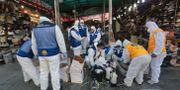 Desinficering på en marknad i Wuhan. Ahn Young-joon / TT NYHETSBYRÅN