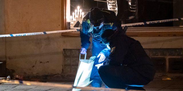 Kriminaltekniker undersöker brottsplatsen i Kristianstad.  Johan Nilsson/TT / TT NYHETSBYRÅN