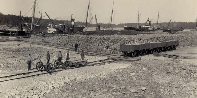 Hamnen i Oxelösund . Bild ur SEB:s historiska arkiv hos Centrum för Näringslivshistoria. Bild ur SEB:s historiska arkiv hos Centrum för Näringslivshistoria.