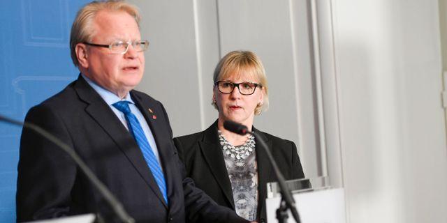 Peter Hultqvist (S) och Margot Wallström(S). Maja Suslin/TT / TT NYHETSBYRÅN