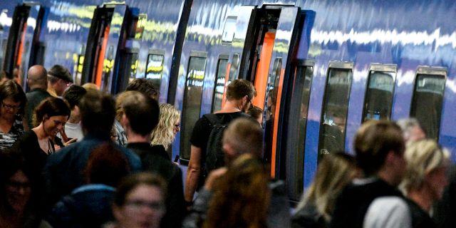Passagerare vid ett Pågatåg på Malmö C Johan Nilsson/TT / TT NYHETSBYRÅN