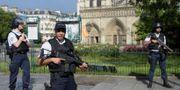 Polisen utanförkatedralen efter attacken. BERTRAND GUAY / AFP