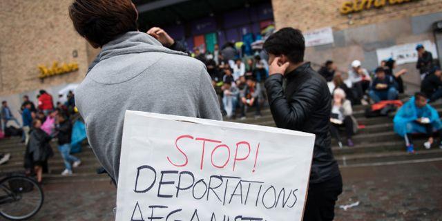 Ensamkommande asylsökande och nätverket Ung i Sverige manifesterar på Medborgarplatsen för att stoppa utvisningarna till Afghanistan. Arkivbild. Henrik Montgomery/TT / TT NYHETSBYRÅN