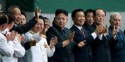 Choe Ryong-Hae till vänster om ledaren Kim Jong-Un. ED JONES / AFP