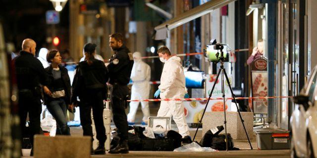 Polisens tekniker arbetar på brottsplatsen. EMMANUEL FOUDROT / TT NYHETSBYRÅN