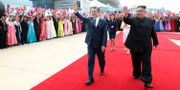 Sydkoreas president Moon Jae-in och nordkoreanske diktatorn Kim Jong-Un följt av deras fruar Kim Jung-sook och Ri Sol-ju. TT NYHETSBYRÅN