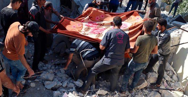 Räddningsarbete i Idlib efter en attack tidigare i juli. TT NYHETSBYRÅN