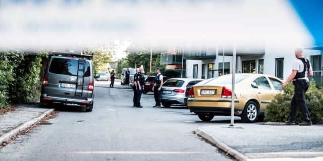 Polisavspärrningar efter att en kvinna skjutits till döds i en lägenhet i Råcksta i slutet av augusti.  Magnus Hjalmarson Neideman/SvD/TT / TT NYHETSBYRÅN