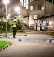 Polisen vid platsen där skottlossningen ägt rum.  Henrik Brunnsgård/TT / TT NYHETSBYRÅN