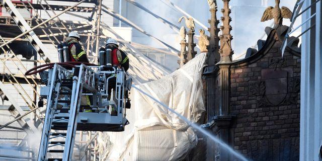 Det brinner i ett hus på Jakobsbergsgatan nära Stureplan i centrala Stockholm och evakuering pågår. Släckningsarbetet kan ta hela förmiddagen. TT NEWS AGENCY / TT NYHETSBYRÅN