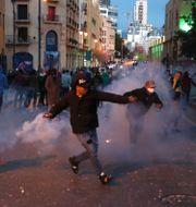 Demonstranter i Beirut. Bilal Hussein / TT NYHETSBYRÅN