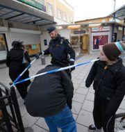 En polis i Rinkeby, som klassas som ett särskilt utsatt område. Fredrik Sandberg / TT / TT NYHETSBYRÅN