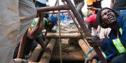 Bild från räddningsarbetet. Tsvangirayi Mukwazhi / TT NYHETSBYRÅN