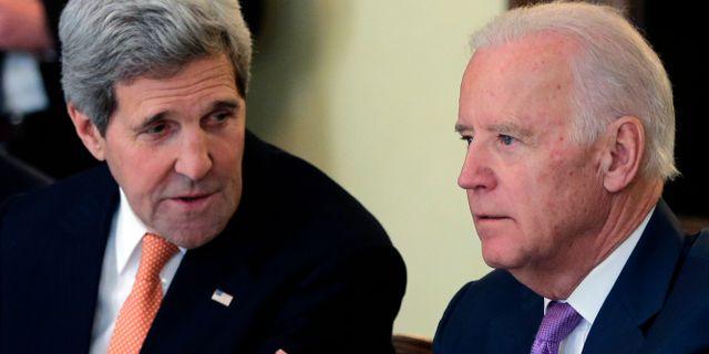 John Kerry och Joe Biden 2015. Arkivbild. Matthias Schrader / TT NYHETSBYRÅN