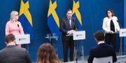 Socialminister Lena Hallengren (S), statsminister Stefan Löfven (S) och Vice Statsminister Isabella Lövin (MP). Erik Simander / TT / TT NYHETSBYRÅN