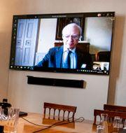Carl XVI Gustaf håller videomöte.  Pontus Lundahl/TT / TT NYHETSBYRÅN