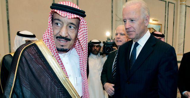 Salman bin Abdul Aziz och Joe Biden 2011/Arkivbild Hassan Ammar / TT NYHETSBYRÅN