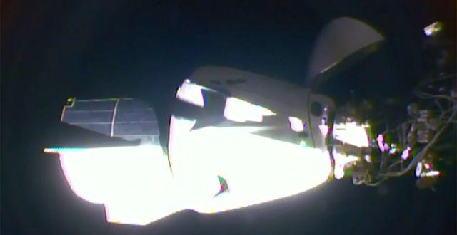 Bild på när farkosten når rymdstationen. TT NYHETSBYRÅN