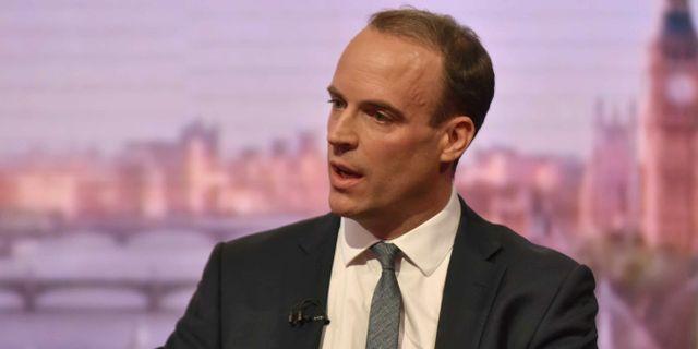 Brexitministern Dominic Raab i BBC-studion på söndagen. HANDOUT / TT NYHETSBYRÅN