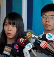 Aktivisterna Agnes Chow och Joshua Wong.  Kin Cheung / TT NYHETSBYRÅN