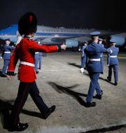 Air Force One landar i London på onsdagskvällen. Phil Noble / TT NYHETSBYRÅN