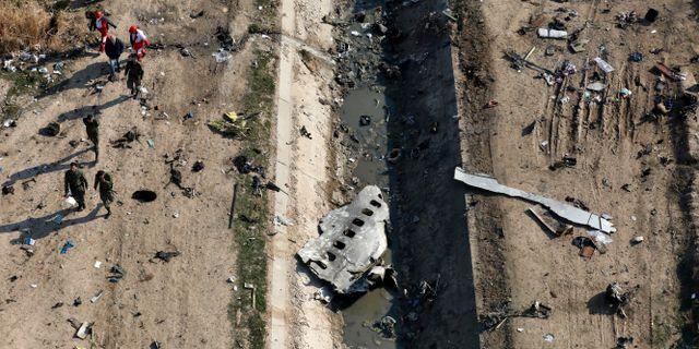 Bild från platsen där planet kraschade. Ebrahim Noroozi / TT NYHETSBYRÅN