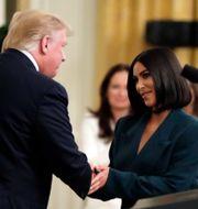Donald Trump och Kim Kardashian vid ett annat tillfälle.  Evan Vucci / TT NYHETSBYRÅN/ NTB Scanpix