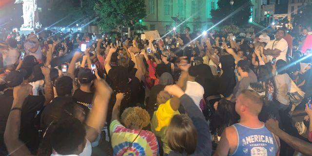 Protester i Louisville i tisdags. Jada W. / TT NYHETSBYRÅN