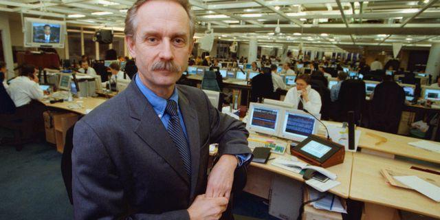 STOCKHOLM 4.1.1999 - Jan Häggström, chefsanalytiker på Handelsbankens valutabörs i Stockholm, kommenterade första dagens handel med den nya valutan euro. Jonas Ekströmer / TT NYHETSBYRÅN