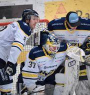 HV71-spalre deppar efter degraderingen.  Pontus Lundahl/TT / TT NYHETSBYRÅN