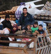 Personer på flykt i Syrien.  Ghaith Alsayed / TT NYHETSBYRÅN
