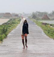 Bild från delstaten Odisha, granna till Västbengalen, när stormen drar in. TT NYHETSBYRÅN