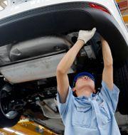 Arkivbild: En arbetare vid Fords fabrik i Chongqing, Kina.  Uncredited / TT NYHETSBYRÅN/ NTB Scanpix