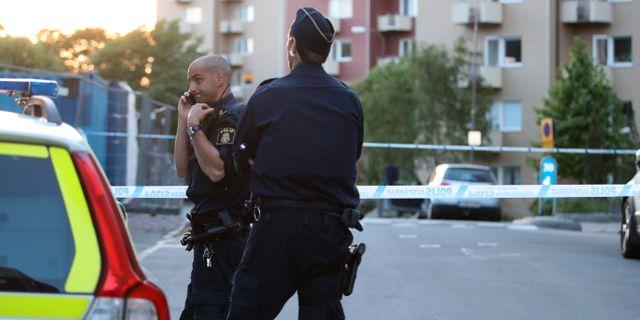 Polisen på plats vid avspärrningen i Guldheden. Adam Ihse/TT / TT NYHETSBYRÅN