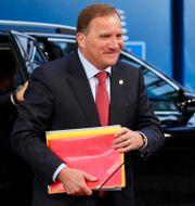 Stefan Löfven anländer till lördagens förhandlingar Olivier Matthys / TT NYHETSBYRÅN