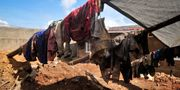 Kläder från de döda har grävts upp utanför Kigali.  Eric Murinzi / TT NYHETSBYRÅN