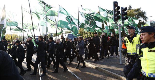 Demonstranter från Nordiska motståndsrörelsen under en demonstration i Göteborg i september 2017. Thomas Johansson/TT / TT NYHETSBYRÅN
