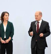 De grönas Annalena Baerbock, SPD:s Olaf Scholz och FDP:s Christian Lindner. Kay Nietfeld / TT NYHETSBYRÅN