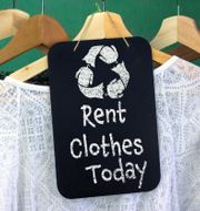 Klädbibliotek och uthyrning är andra alternativa affärsmodeller inom modeindustrin.  Shutterstock