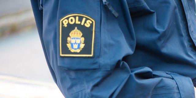 Unga kvinnor trakasserar polisen